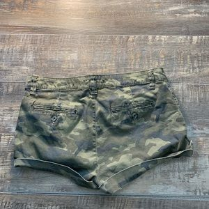 🌻3/20 Army shorts size 9